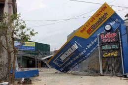 Thủ tướng Chính phủ Lào gửi điện thăm hỏi về thiệt hại do bão số 10