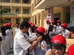 Honda Việt Nam tặng 1.300 mũ bảo hiểm cho học sinh Đắk Nông
