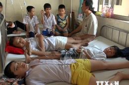 Lào Cai: 73 học sinh nhập viện sau bữa ăn tối