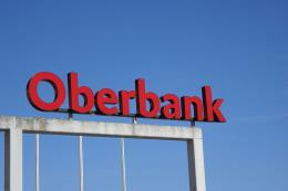 Ngân hàng châu Âu đầu tiên đạt thỏa thuận đầu tư với Iran