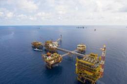 Giá dầu có xu hướng phục hồi, PVN vẫn chưa hết khó