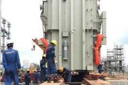 Lắp đặt máy biến áp chính tổ máy số 2 Dự án Nhiệt điện Sông Hậu 1