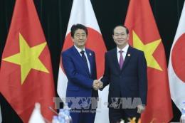 APEC 2017: Chủ tịch nước Trần Đại Quang tiếp Thủ tướng Nhật Bản Shinzo Abe