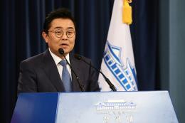 Thư ký cấp cao của Tổng thống Hàn Quốc xin từ chức vì bê bối hối lộ