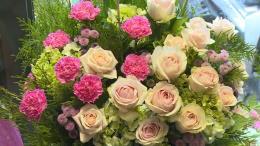 Rộn ràng thị trường hoa và quà tặng nhân ngày 20/11
