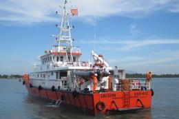 Bà Rịa-Vũng Tàu: Cứu 2 ngư dân rơi xuống biển trong mưa bão