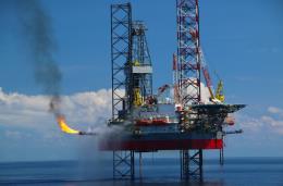 Nhọc nhằn nghề khoan biển lấy dầu