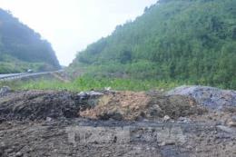 Bắt quả tang hành vi đổ bùn thải công nghiệp sai quy định