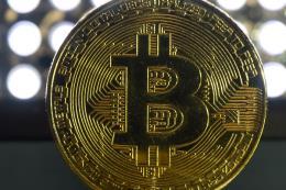 """Đồng bitcoin chạm """"đỉnh"""" 19.000 USD"""