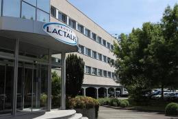 Pháp thu hồi gần 7.000 tấn sữa của Lactalis trên toàn cầu