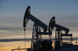 Giá dầu thế giới đi lên trong phiên 14/12