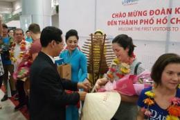 Vienam Airlines đón khách quốc tế đầu tiên đến Hà Nội và Tp.Hồ Chí Minh trong năm 2018