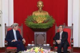 Trưởng ban Kinh tế Trung ương tiếp cựu Ngoại trưởng Hoa Kỳ John Kerry