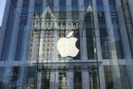 Italy điều tra Apple và Samsung về cáo buộc giảm