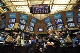 Thị trường chứng khoán Mỹ biến động trái chiều