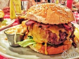 """Bánh burger """"tấn công"""" các nhà hàng tại Pháp"""