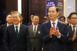 Thời báo Hàn Quốc đưa tin đậm nét về chuyến thăm của Tổng thống Moon Jae-in tới Việt Nam
