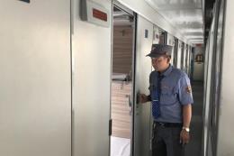 Tiếp viên đường sắt trả lại trên 37 triệu đồng hành khách để quên trên tàu