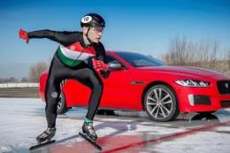 Jaguar XE 300 Sport vừa lập kỷ lục tốc độ chạy trên băng nhanh nhất