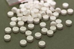 Bắt giữ đối tượng vận chuyển trái phép gần 1.200 viên ma túy tổng hợp