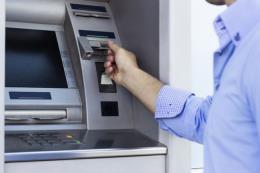 Làm sao để biết thẻ ngân hàng bị đánh cắp thông tin trên ATM?