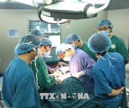 Phẫu thuật thành công cho nữ bệnh nhân bị sắt đâm xuyên mắt