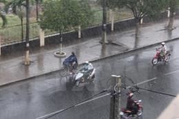 Dự báo thời tiết đêm 23/5: Khu vực Hà Nội có mưa rào và dông