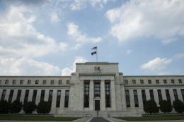 Fed nhấn mạnh sẽ theo đuổi kế hoạch nâng lãi suất từ từ