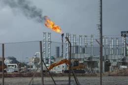 Giá dầu thế giới hạ nhẹ trước những diễn biến mới liên quan tới Triều Tiên