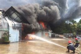 Cháy lớn thiêu rụi kho hàng của Công ty cổ phần may Nam Tiệp, Nam Định