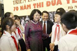 Phó Chủ tịch nước cắt băng Khai mạc Triển lãm ảnh 70 năm thi đua yêu nước