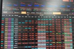 """Chứng khoán ngày 28/5: Hàng loạt cổ phiếu giảm sàn, VN - Index """"rơi"""" hơn 30 điểm"""