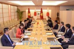 Phó Thủ tướng Phạm Bình Minh hội đàm với Bộ trưởng Ngoại giao Nhật Bản