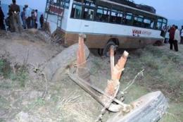 Xe buýt trệch đường lao xuống vực làm 9 người chết, 21 người bị thương