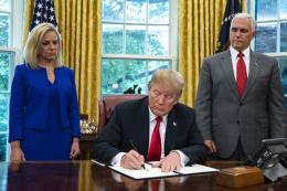 Tổng thống Trump ký sắc lệnh hành pháp nhằm tránh chia cắt các gia đình nhập cư