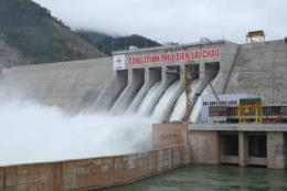 """Gắn biển """"Chào mừng 60 năm ngành xây dựng"""" cho Thủy điện Lai Châu"""
