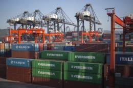 Tranh cãi thương mại chỉ có thể được giải quyết thông qua đối thoại