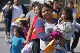 Thẩm phán Mỹ ra lệnh ngừng trục xuất các gia đình nhập cư trái phép