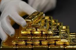 """Giá vàng thế giới chạm mức """"đáy"""" của một năm"""