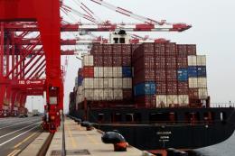 Hàn Quốc hạ dự báo tăng trưởng kinh tế do chiến tranh thương mại Mỹ-Trung