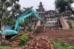 """Đang cưỡng chế phá dỡ """"cung điện"""" xây dựng trái phép tại huyện Ba Vì (Hà Nội)"""