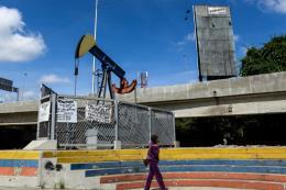 Thị trường dầu thế giới trải qua tuần ảm đạm thứ ba liên tiếp