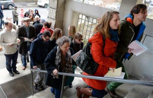 Hàng nghìn người di cư tại Đức chấp nhận mức lương khoảng 1 euro/giờ cho những công việc lao động giản đơn. Ảnh: nytimes.com