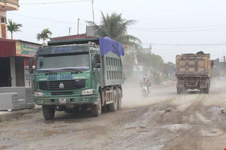 Tiềm ẩn nguy cơ tai nạn giao thông trên Quốc lộ 37đoạn qua Hải Dương.