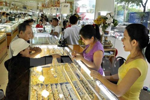 Giá vàng trong nước tiến sát mốc 49 triệu đồng/lượng