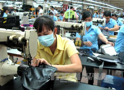 Campuchia điều tra mức sống của lao động dệt may mùa COVID-19