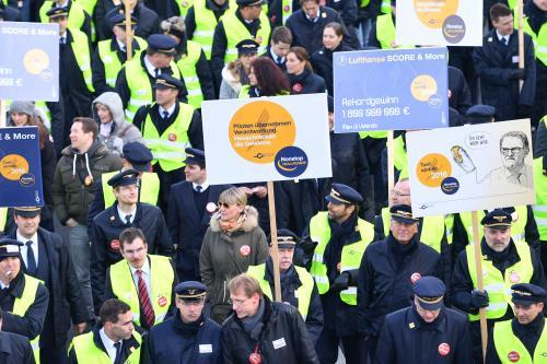 Vấn đề tiền lương vẫn được xem là chủ đề chính trong các cuộc đình công ở Lufthansa trong nhiều năm qua. Ảnh: AP
