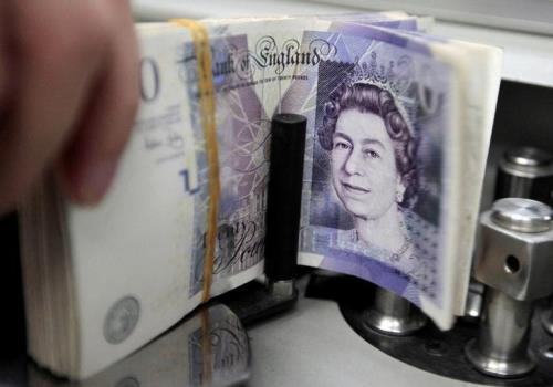 Đồng bảng Anh được dự đoán sẽ vượt mốc tỷ giá 1,30 USD. Ảnh: reuters
