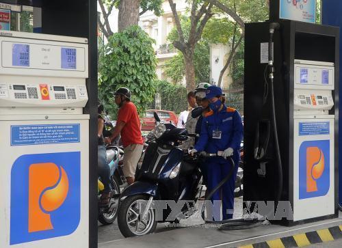 Giá xăng dầu của Petrolimex và PV Oil đều giảm thấp hơn quy định
