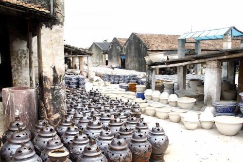 Làng nghề truyền thống thay đổi cách thức sản xuất vượt qua dịch COVID-19